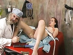 Dirty doctor inspects a lady and plumbed dildo