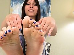 Foot taunting tranny fondling her soles with lube