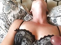 Kinky cougar plays with vibe for cuck hubby