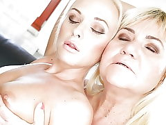 Vinna Reed and grannie Pam Pink lick sphincters